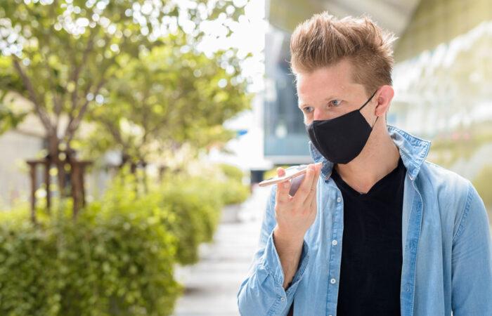 Uso de máscara causa orelhas de abano?
