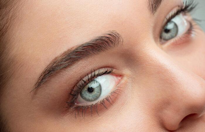 Blefaroplastia remove sobra de pele da área dos olhos?